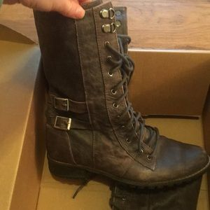 Shoes - Military style brown boot